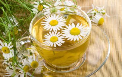 Ромашка славиться своими противовоспалительными, антибактериальными свойствами.