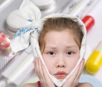 При зубной боли у ребенка могут помочь обезболивающие средства, не наносящие вред его здоровью.