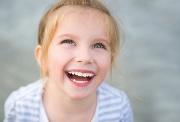 меняются молочные зубы на коренные