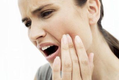 почему появляется боль под языком