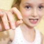 как вырвать ребенку дома зуб