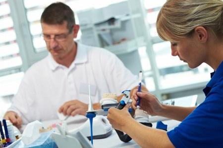 изготовление протезов зубов