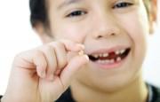 вырвать ребенку молочный зуб