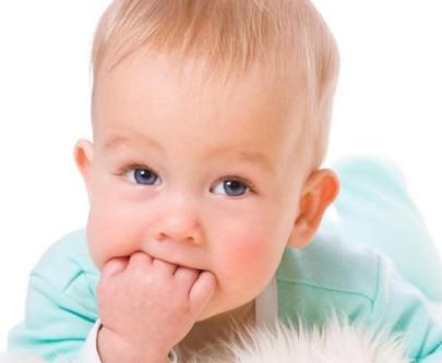 Когда режутся зубки, для детей это очень неприятный и болезненный момент, который длится достаточно долго.